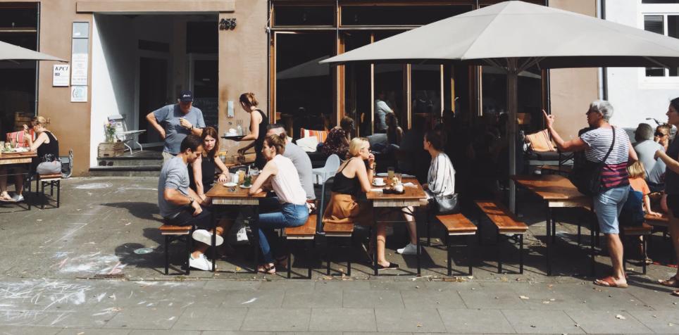 Wespen-Alarm Tipps, wie Sie trotzdem in Ruhe draußen essen können